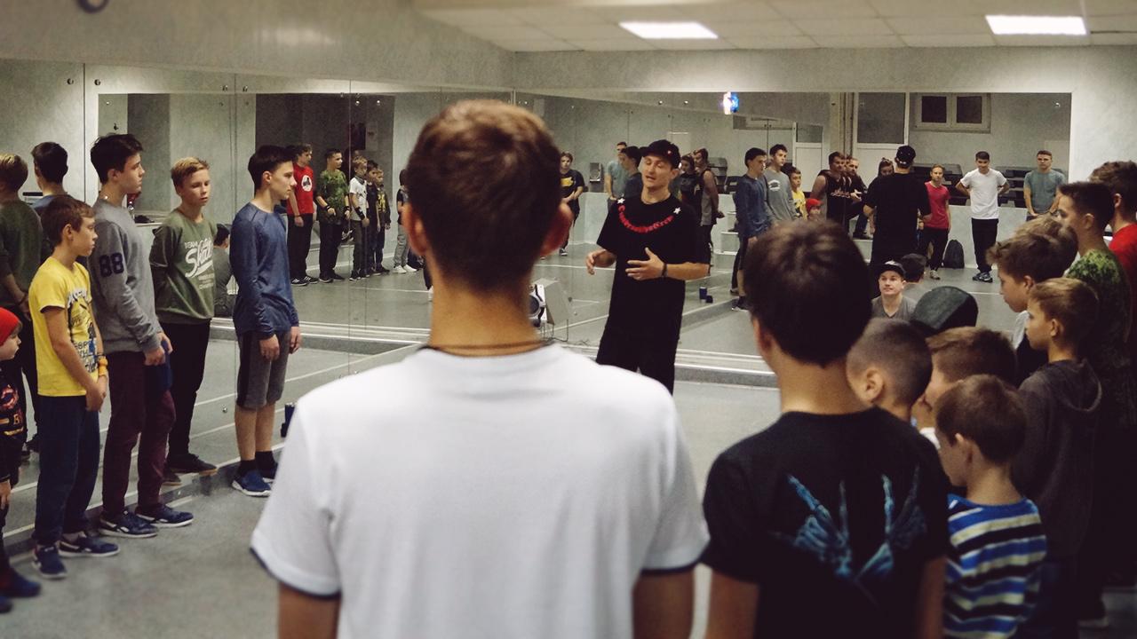 Брейкданс мастер в Москве — смотри видео . Бибой Твисти