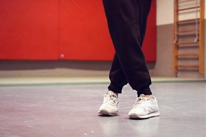Учимся танцевать ногами - простые шаги шафл, хипхоп, брейкданс
