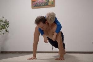 Домашняя тренировка для груди, плеч и рук. Тренировка отжиманиями