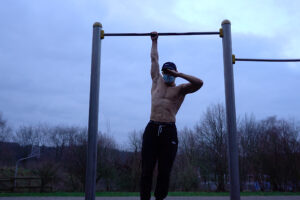 Тренировка подтягиваниями